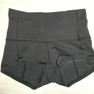 Lululemon wunder booty shorts